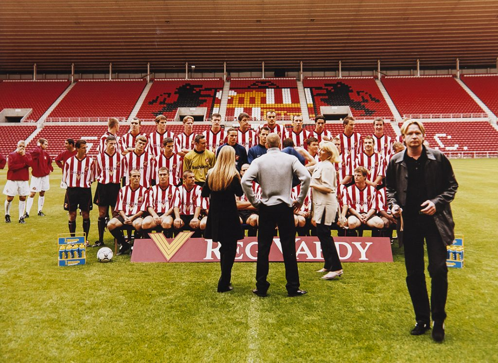 SAFC – TEAM PICTURE DAVID AND TEAM SORTING OUT POSITONS