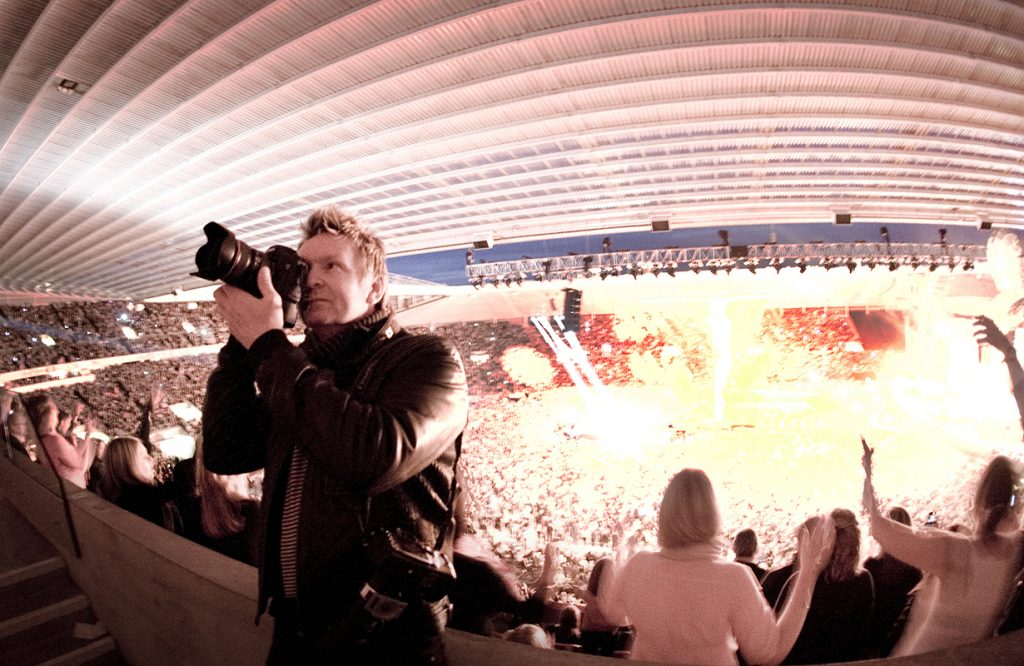 DAVID SHOOTING AT THE STADIUM OF LIGHT